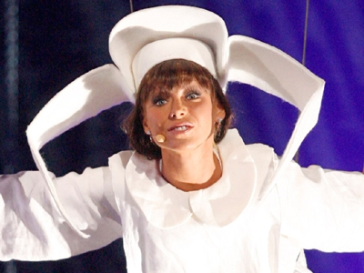 Kelly Ripa as &#039;The Flying Nun&#039;