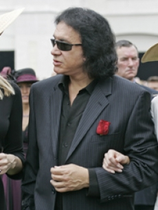 Gene Simmons with Shannon (right) and Tracy Tweed at the Derby