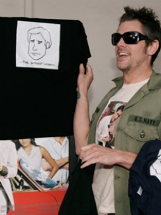 Johnny Knoxville arrives with shirts with Luke's face on them!
