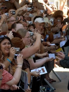 Luke greets fans at the ACM's, May 2007