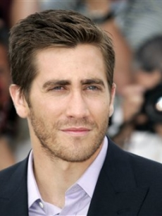 Jake Gyllenhaal gives that dreamy pensive look ..... sigh...