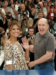 Eva and Robert Duvall wave for the photogs