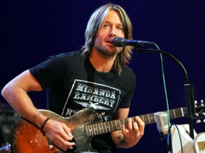 Keith Urban sings in Nashville, TN, in 2005