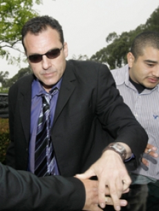 Troubled star Tom Sizemore surrenders to authorities in Los Angeles