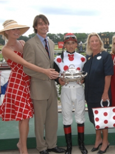 Rebecca Romijn & Jerry O'Connell & winning jockey Eddie Castro 