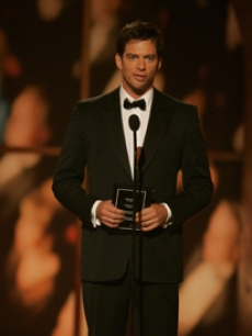 Harry Connick Jr. presents the award for Best Direction of a Musical 
