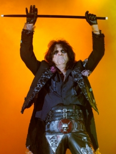 Rocker Alice Cooper makes a dramatic appearance in Switzerland