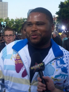 Anthony Anderson cracks a joke
