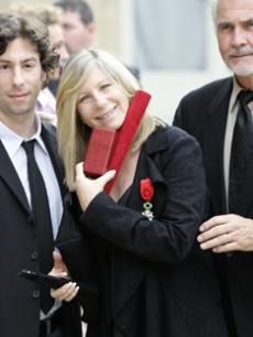 Barbra Streisand, son Jason and James Brolin together in France