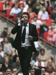 Simon Le Bon sings another hit