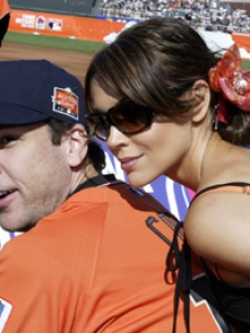 Alyssa Milano and Dane Cook played softball in San Francisco