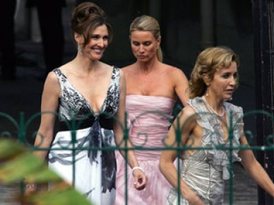 The 'Housewives' gathered for Eva's & Tony's wedding day!
