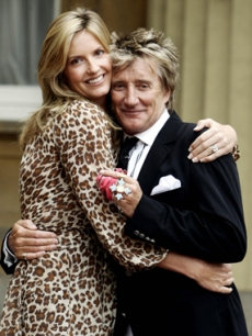 Penny Lancaster & Rod Stewart pose at Buckingham Palace