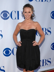 Jen grabs a little black dress for the CBS TCAs, 2007