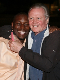 Tyrese Gibson & Jon Voight get chummy on the party red carpet