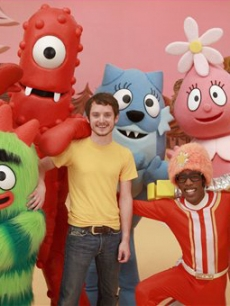 Elijah Wood visits the Nick Jr. set