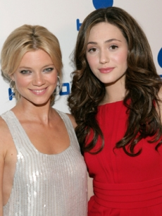 Amy Smart & Emmy Rossum pose together at the Heal the Bay party