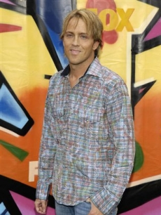 Larry Birkhead, sans Dannilyn, arrives at the award gala