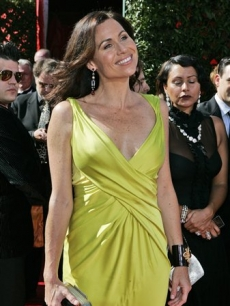 Minnie Driver in yellow
