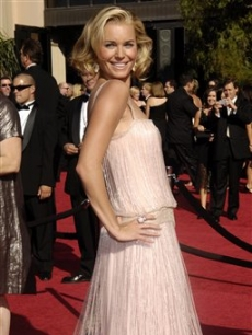 Rebecca Romijn went for pink