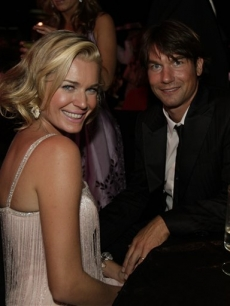 Rebecca Romijn & Jerry O'Connell hit the Governor's Ball