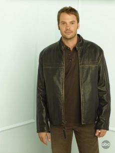 Barry Watson plays Samantha's boyfriend Todd