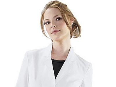 Katherine Heigl plays a doctor on TV & now she's designed scrubs!