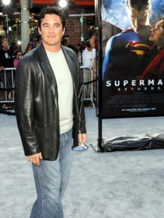 Dean Cain 'flies by' the premiere