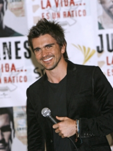 Colombian superstar Juanes debuts his new album in New York