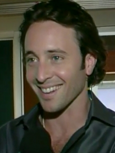Alex Oloughlin, Moonlight, access blurb