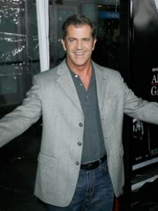 Mel Gibson stops by to support the Washington-Crowe film