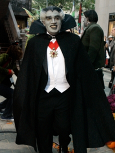 Weatherman Al Roker as The Munsters vampire Grandpa