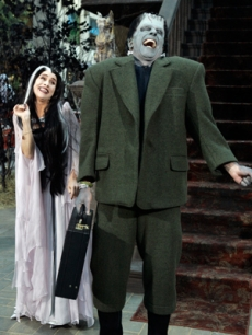 It's the Munsters! Meredith Vieira & Matt Lauer as Lily and Herman!