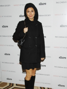 Jamie-Lynn Sigler gets bundled up in NY for a premiere