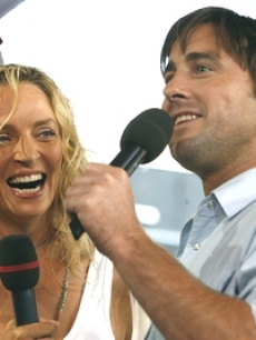 Uma Thurman and Luke Wilson interact with the TRL audience