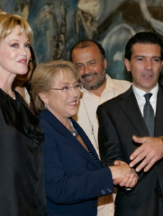 Antonio Banderas & wife Melanie Griffith meet with Chile's president