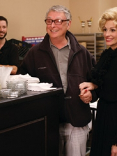 Director Mike Nichols and Julia Roberts on the set