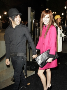 Ashlee Simpson and boyfriend Pete Wentz at the premiere of 'Cloverfield'