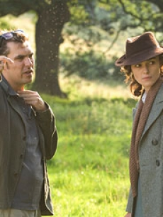 Director Joe Wright and Keira Knightley on the set of 'Atonement'