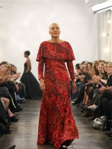 Robin Roberts walks the runway at a Isaac Mizrahi show after recently completing chemotherapy