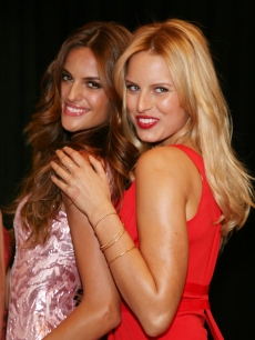 Victoria's Secret Angels' Izabel Goulart and Karolina Kurkova pose for photos at the Flagship Store in NYC