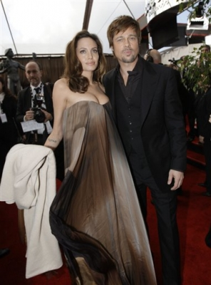 Angelina Jolie &amp; Brad Pitt on the SAG Awards red carpet