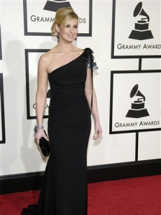 Faith Hill arrives at the 50th Annual Grammy Awards