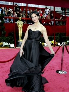 Stacy London arrives on the Oscar red carpet