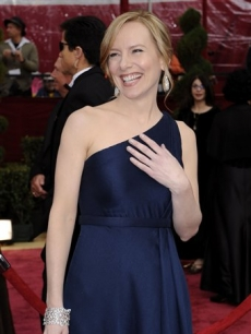 Amy Ryan smiles on the Oscar 2008 red carpet