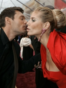 Ryan Seacrest gets up close and personal with Heidi Klum on the Oscar red carpet