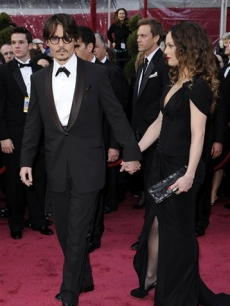 Oscar nominee Johnny Depp and partner Vanessa Paradis light up the red carpet