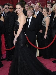 Former Oscar winner Hilary Swank hits 2008 Academy Awards red carpet in style