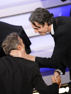 Oscar winner Daniel Day-Lewis shakes hands with George Clooney