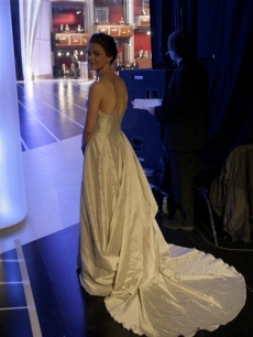Keri Russell prepares to take the Oscar stage